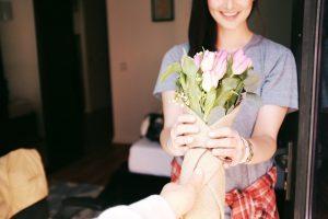 De prullenbak geniet van je bloemen, bedankt voor de moeite