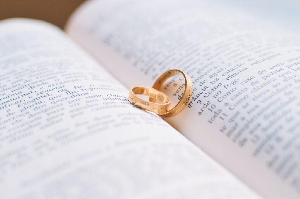 In welke volgorde draag jij je trouw- en verlovingsring?