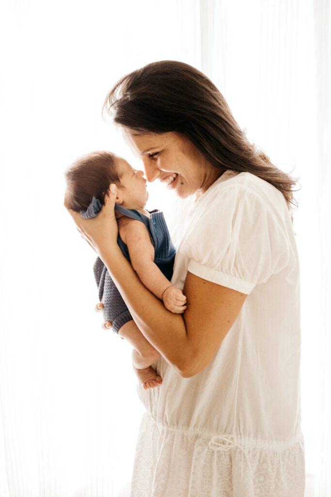 Waarom het goed is om je baby in een draagzak te dragen